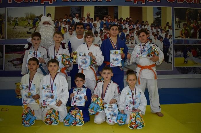 Анапские дзюдоисты привезли с краевого новогоднего турнира 10 медалей